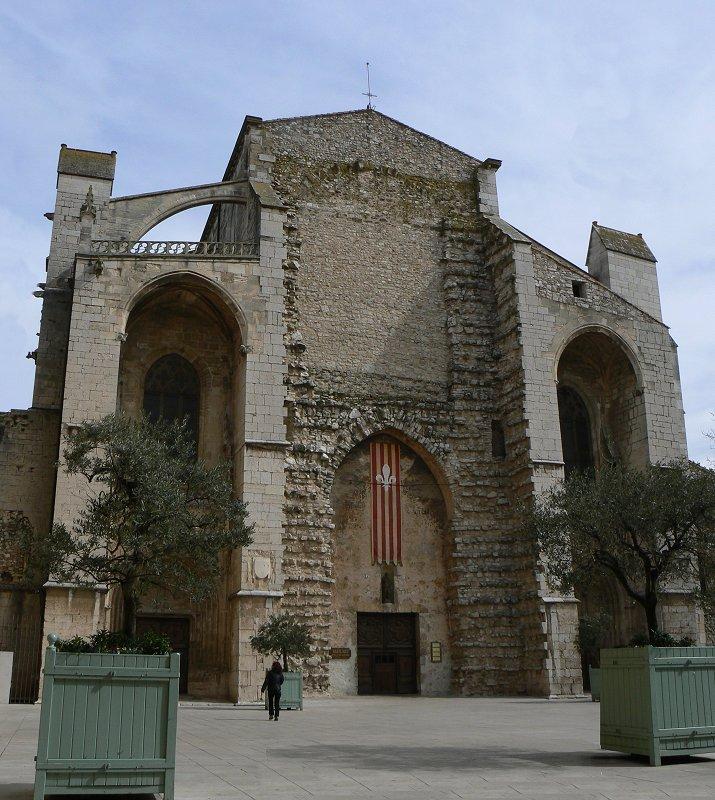 Basilika der heiligen maria magdalena for Piscine saint maximin la sainte baume