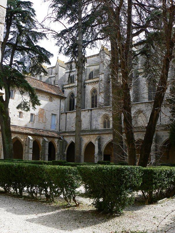 Basilika sainte maria madeleine for Piscine saint maximin la sainte baume